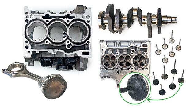 A concepção moderna deu ao bloco três-cilindros da família de motores EA211 uma performance invejável no desmonte. Tanto a cabeça dos pistões como as válvulas de admissão atravessaram os 60000 km com baixíssimo índice de acúmulo de material carbonizado.