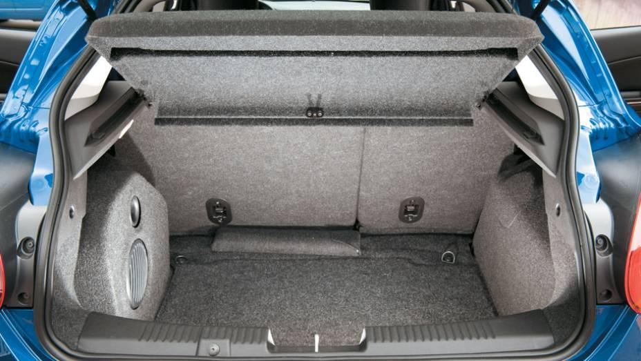 Seu porta-malas, de 400 litros, é maior que o dos rivais