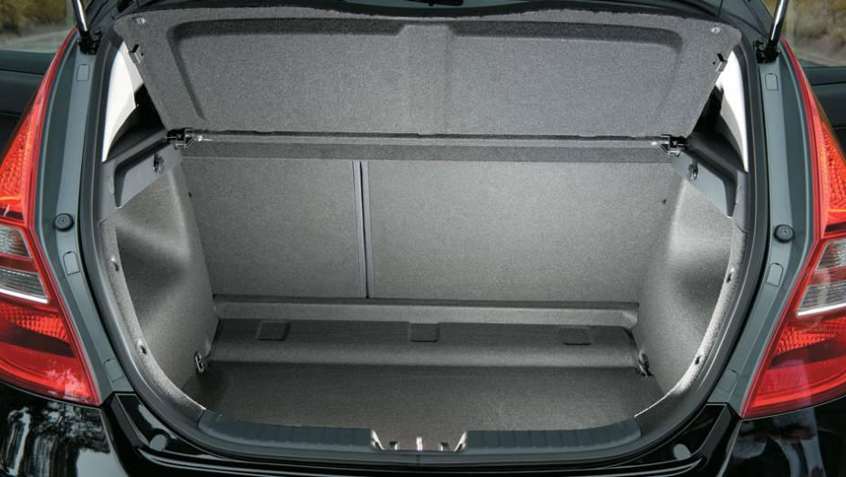 O porta-malas tem capacidade de 340 litros