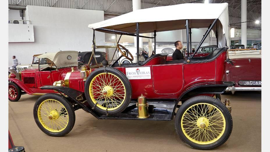 Ford T, o modelo mais antigo do salão, produzido em 1911