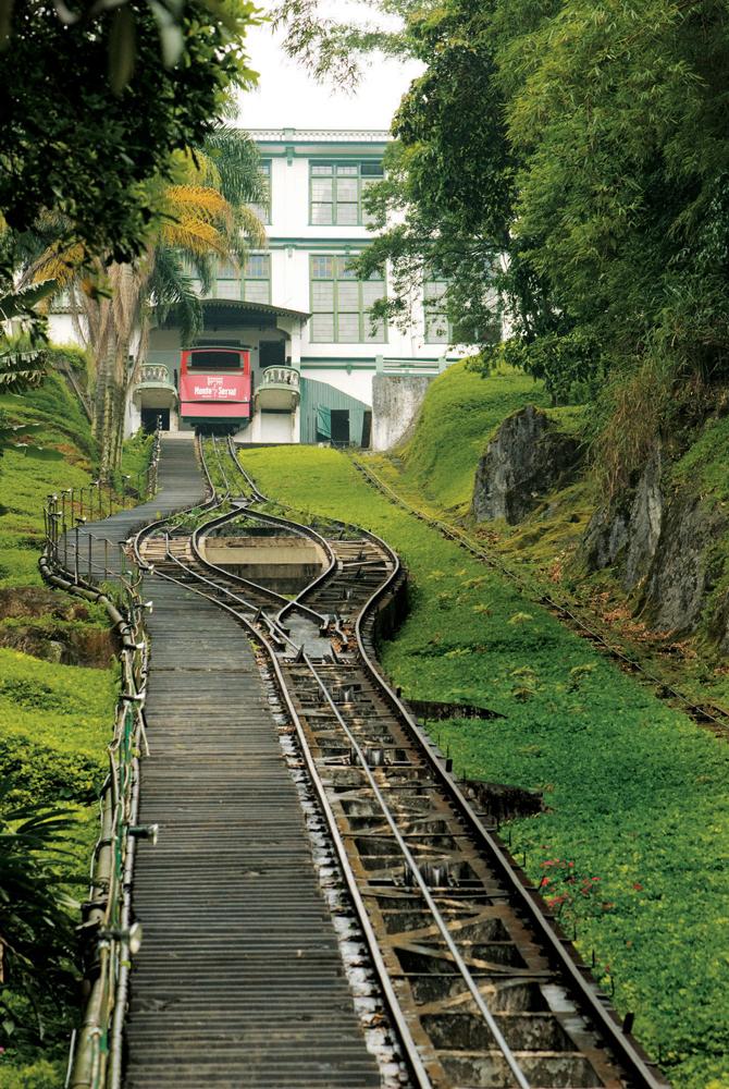 O funicular leva a um mirante: vista de Santos a 150 metros