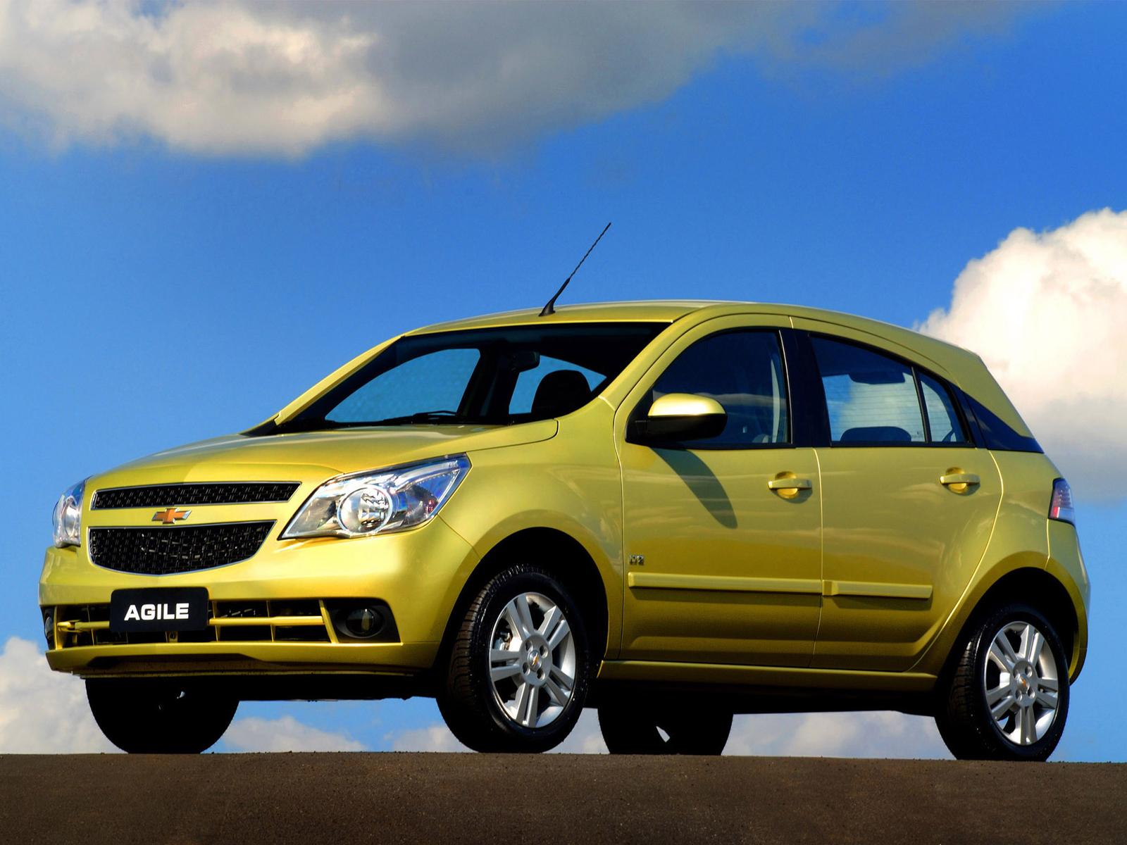 Chevrolet Agile em posição 3x4 de frente