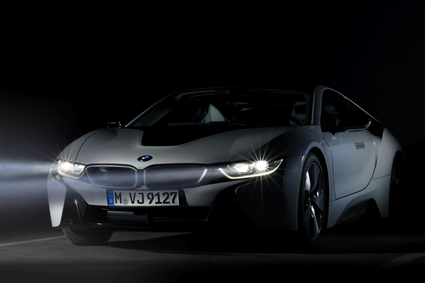 BMW i8 com faróis laser