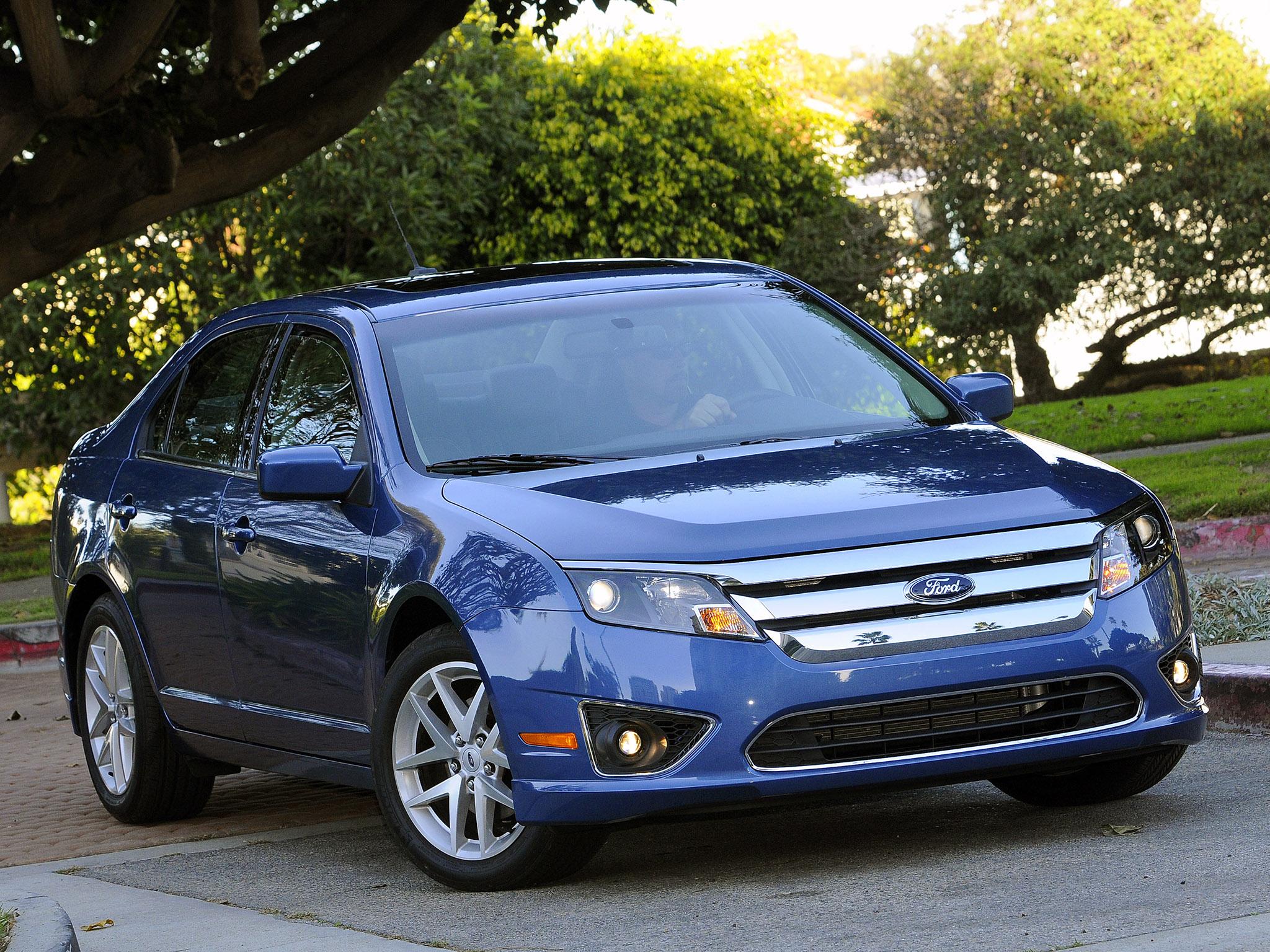 Ford Fusion em posição 3x4 de frente