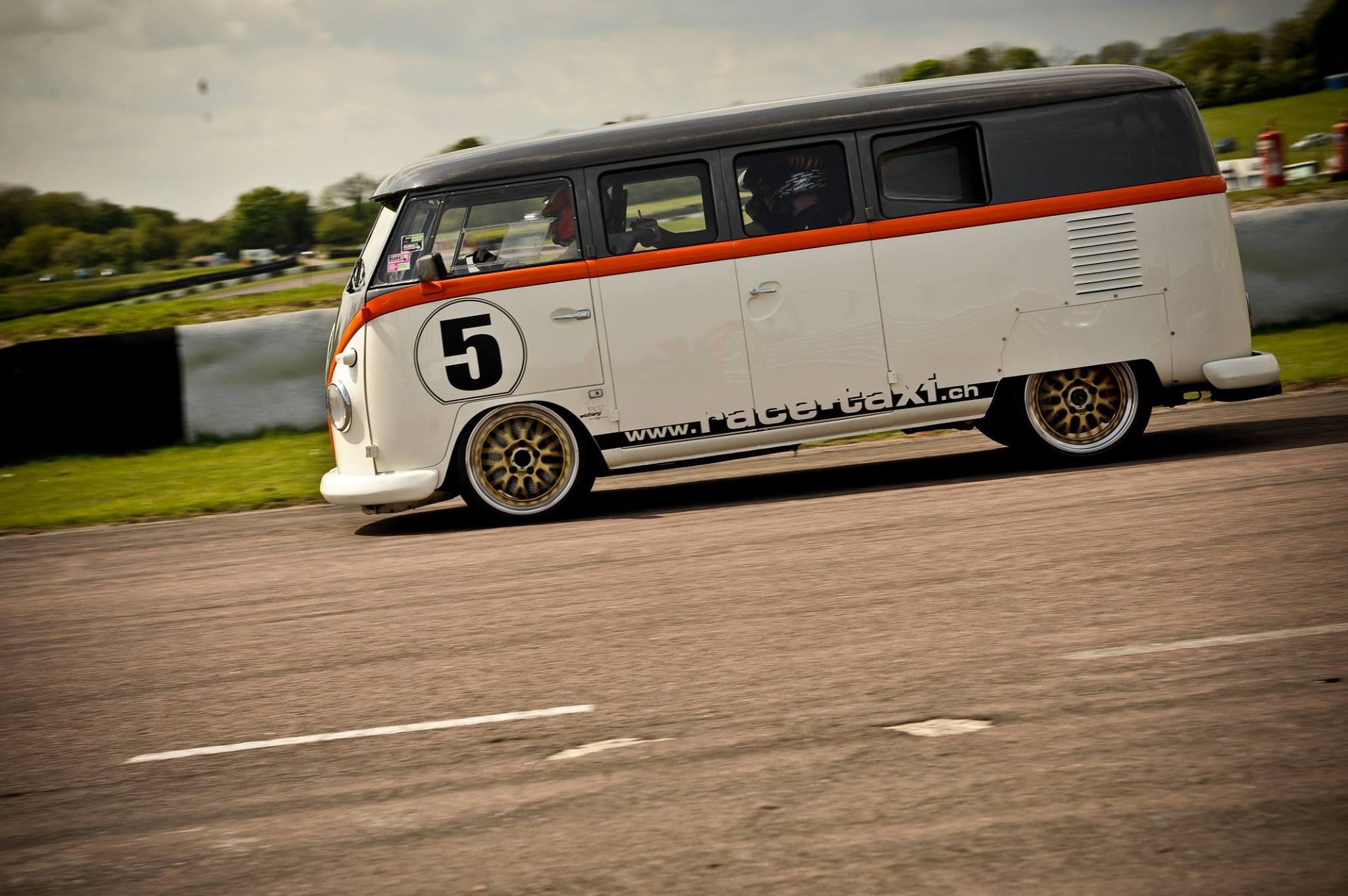 Kombi Race Taxi de perfil