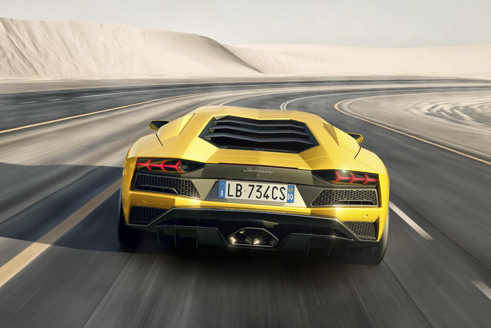 Lamborghini Aventador S de traseira