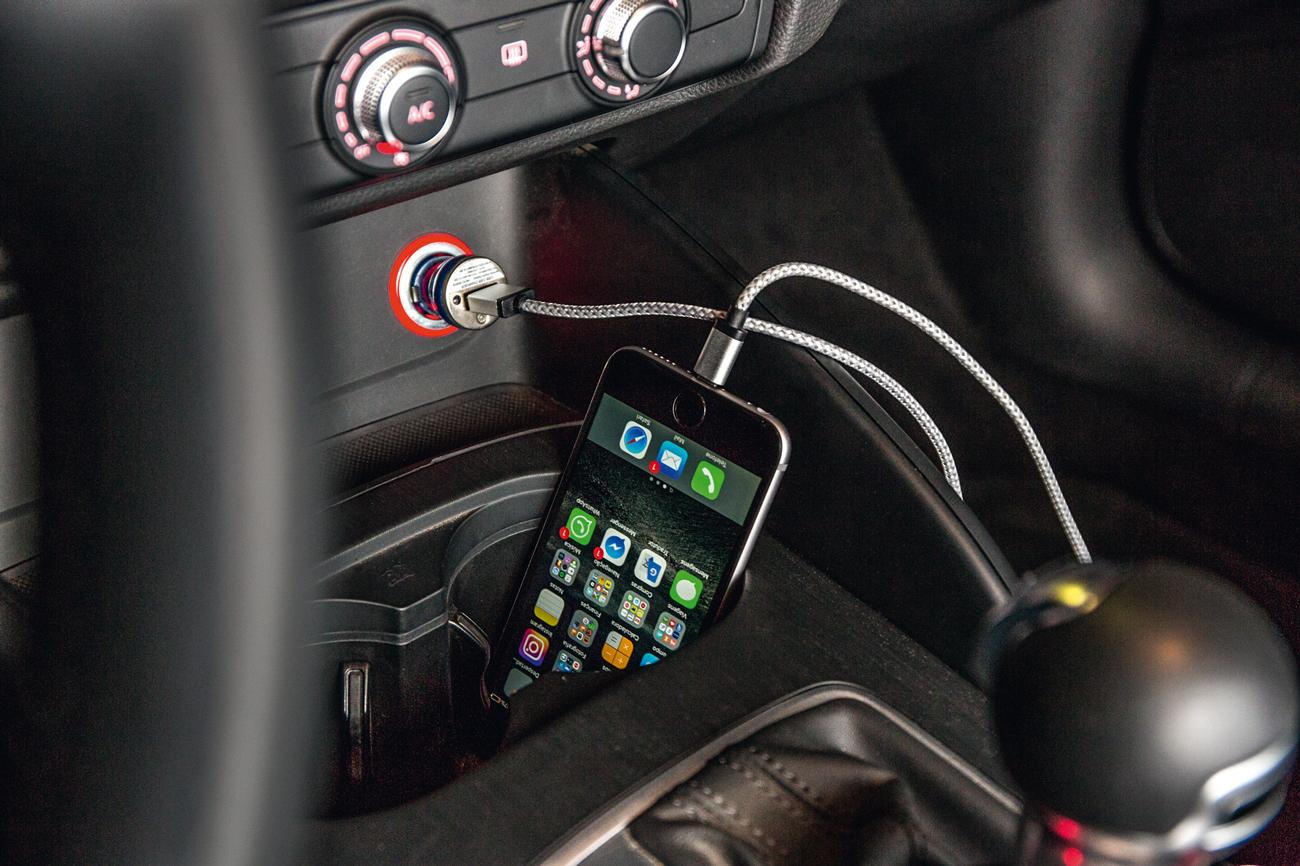 Carga no celular, só com uso de adaptador