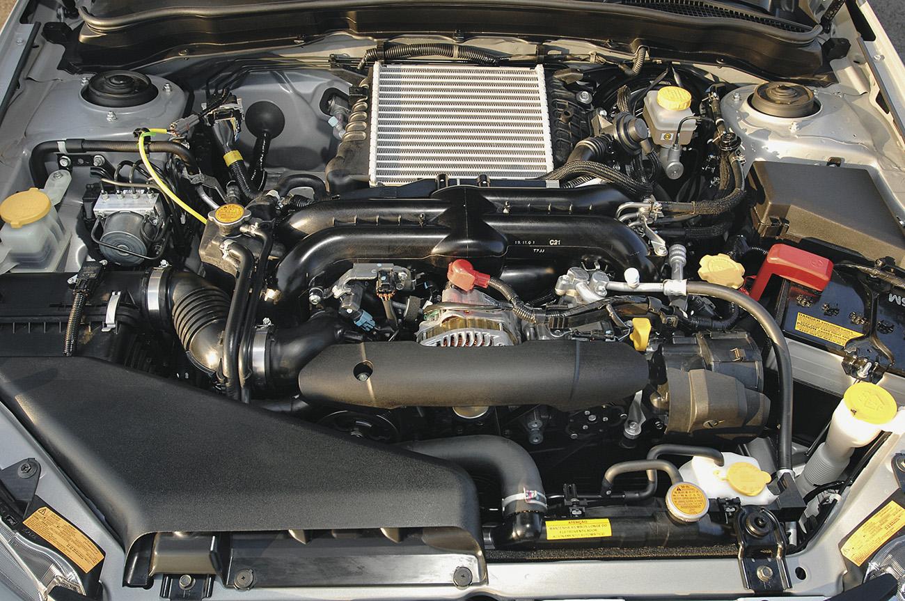 Motor 2.5 boxer turbo gera 230 cv e 32,6 mkgf