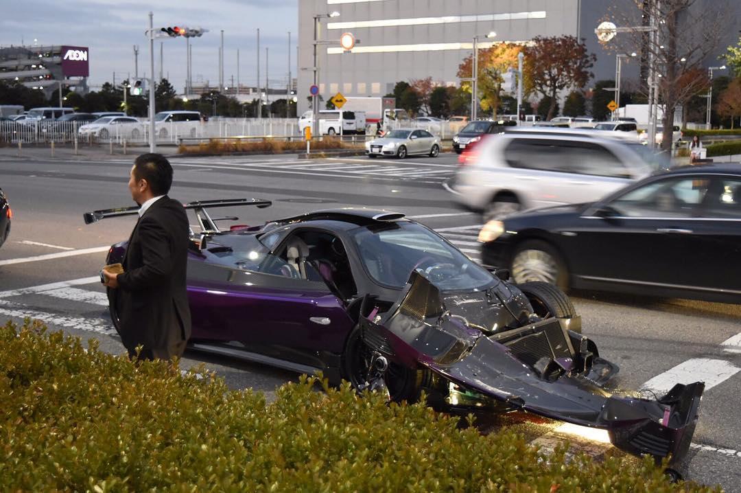 Pagani Zonda Zozo com dianteira destruída após acidente