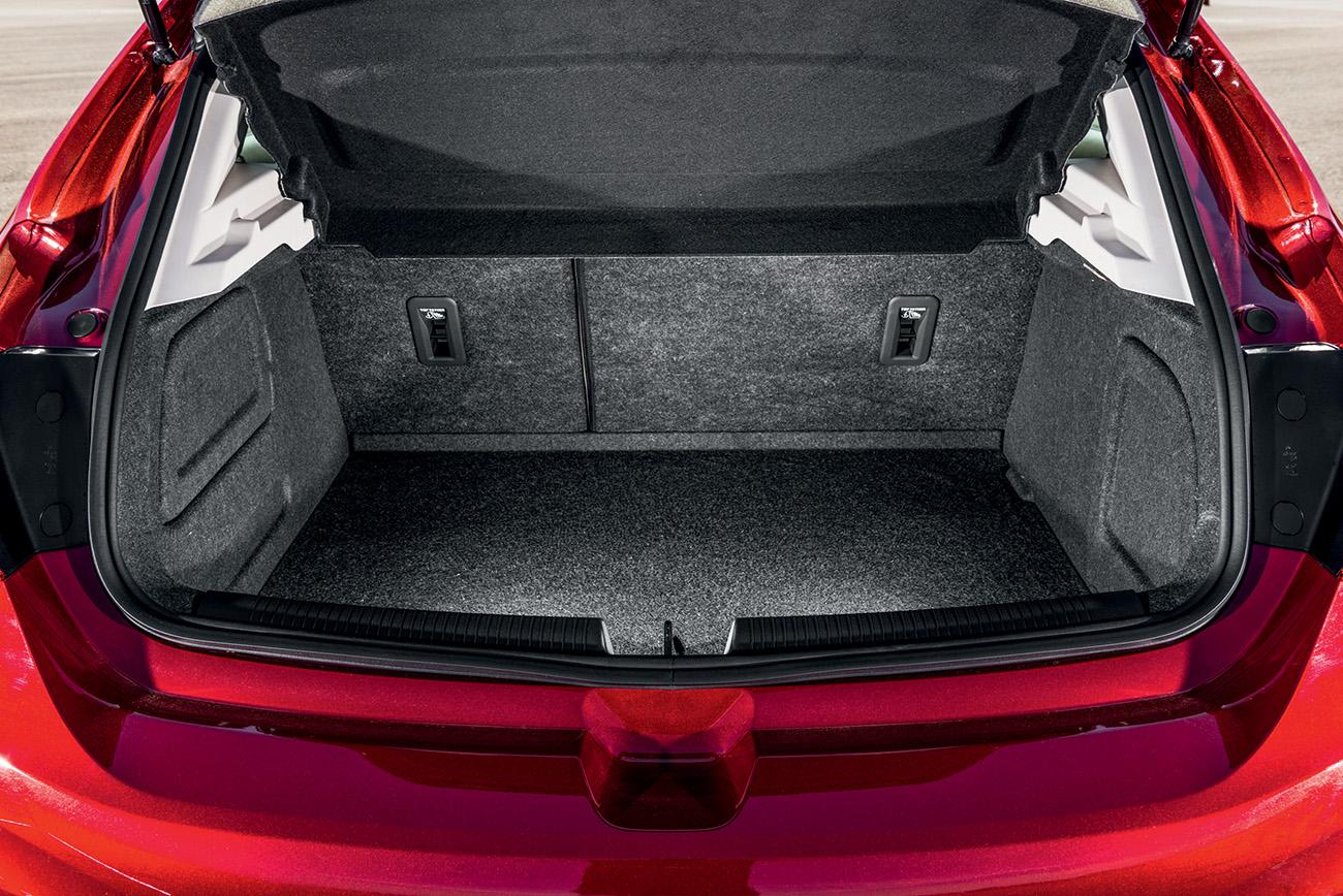 Porta-malas tem volume divulgado de apenas 290 litros