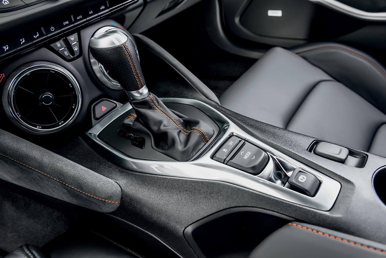 Os quatro instrumentos no console inferior foram substituídos por saídas de ar-condicionado