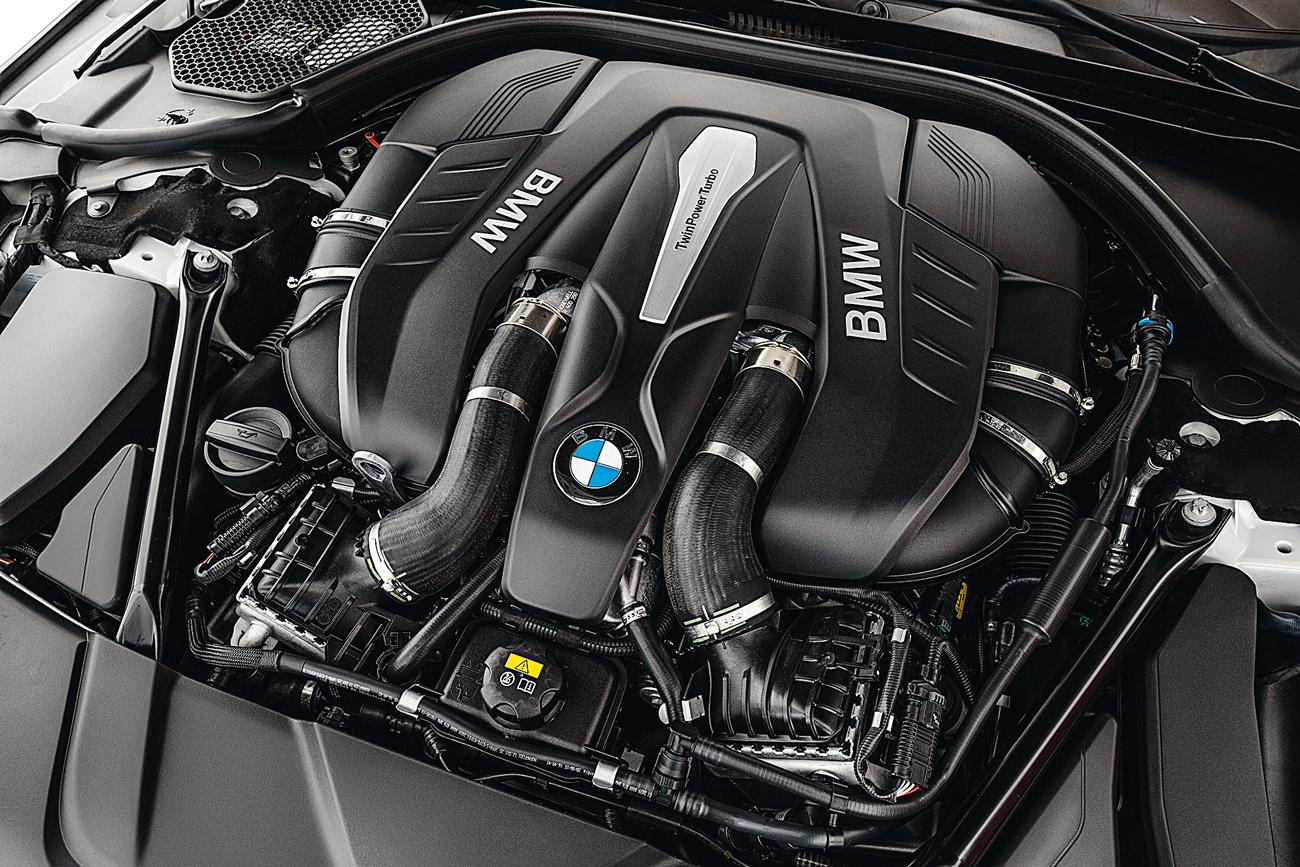 Motor V8 gera 450 cv e 66,3 mkgf