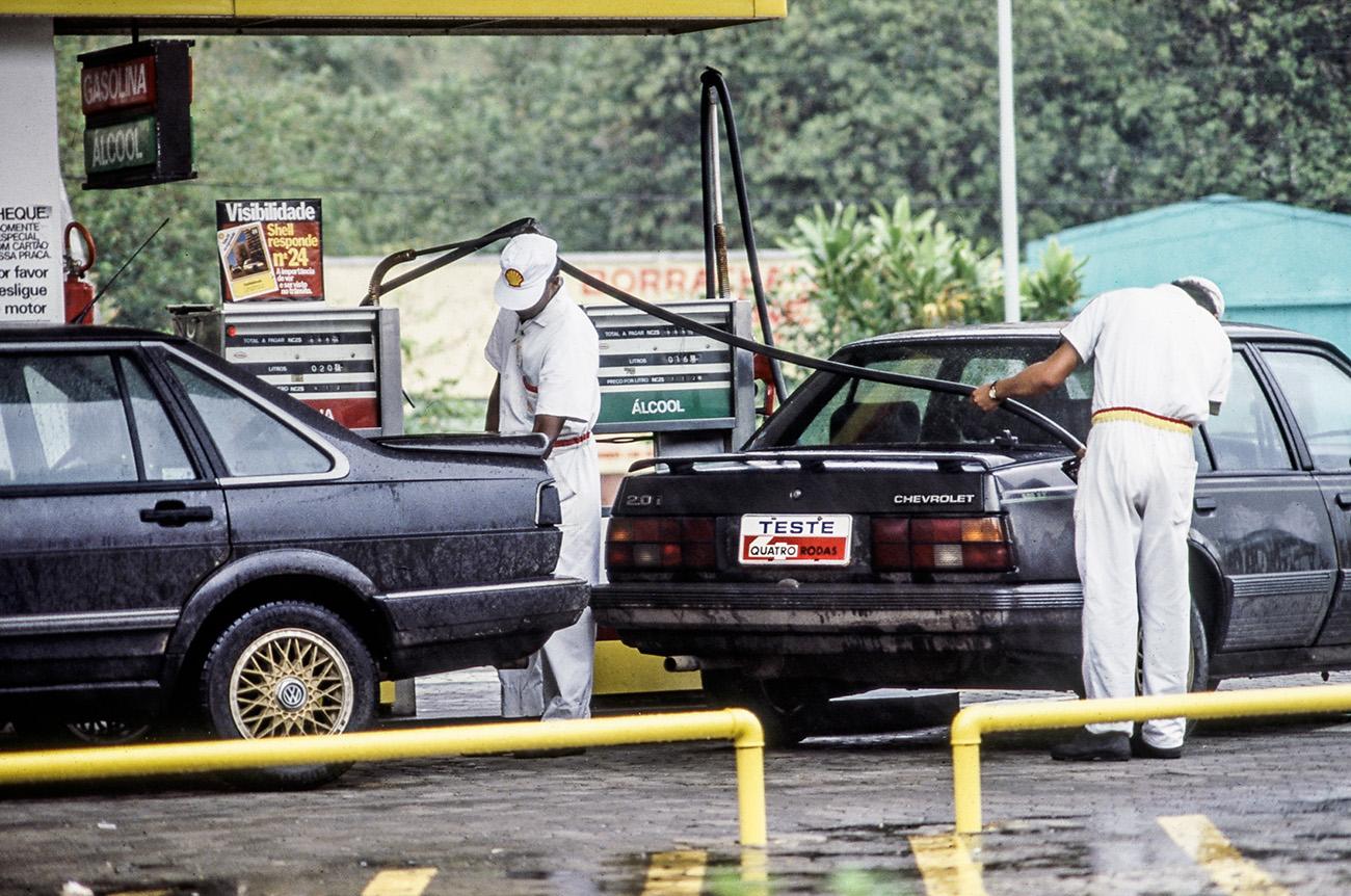 Nas bombas, o preço da gasolina subiu duas vezes em apenas 12 dias
