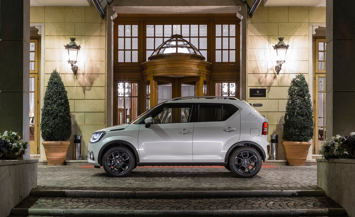 Suzuki Ignis de perfil