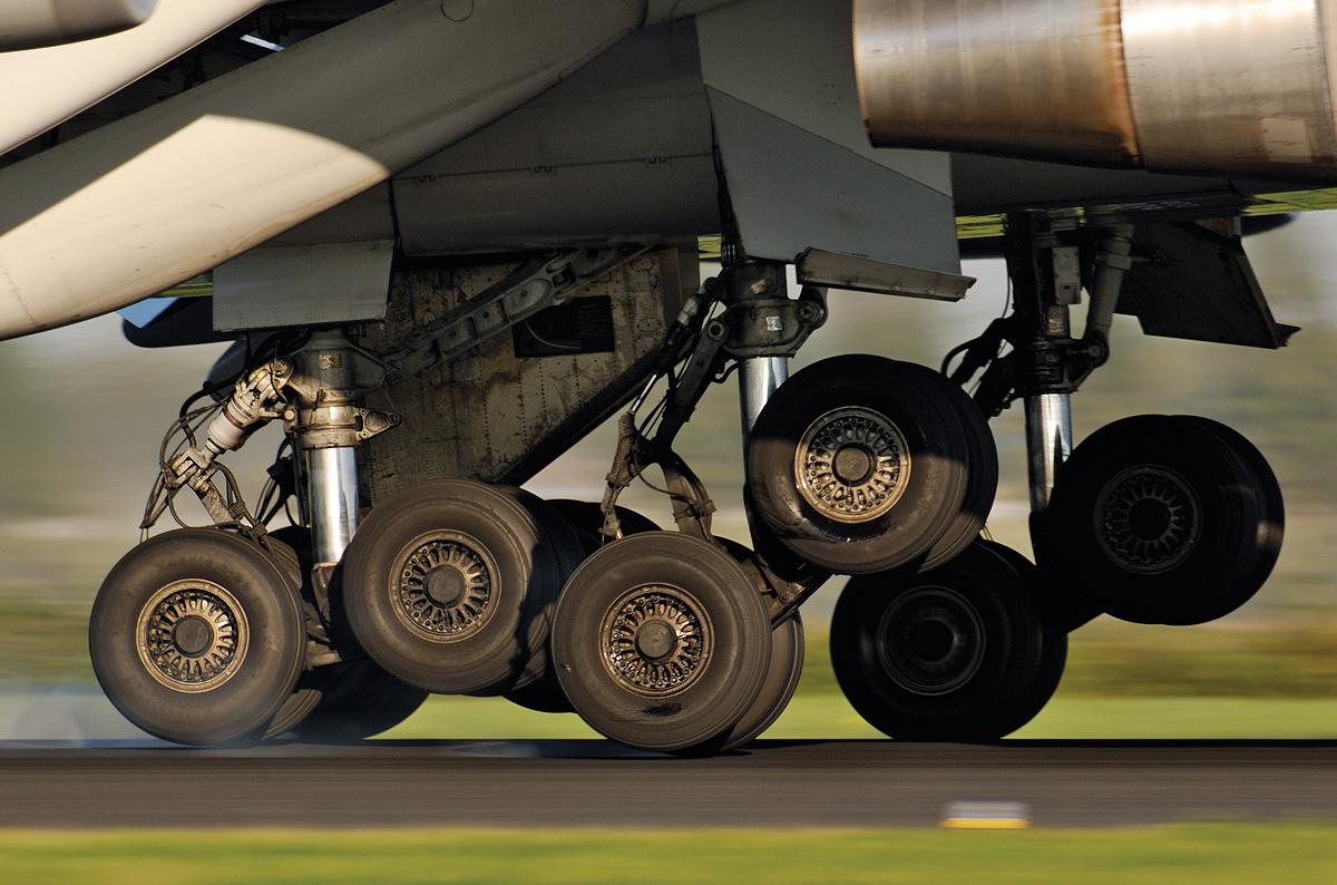 Pneus de um Boeing 747 durante o pouso