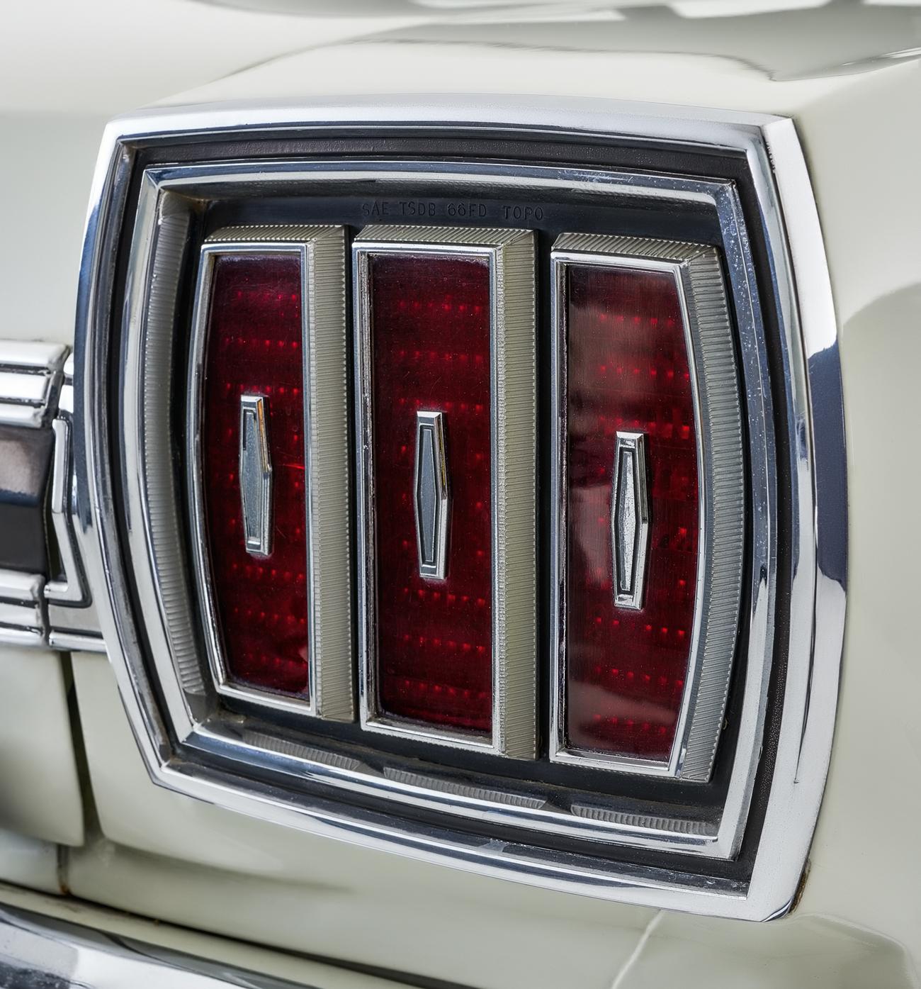"""A lanterna """"catedral"""" do modelo 1971 era exclusiva do mercado brasileiro"""