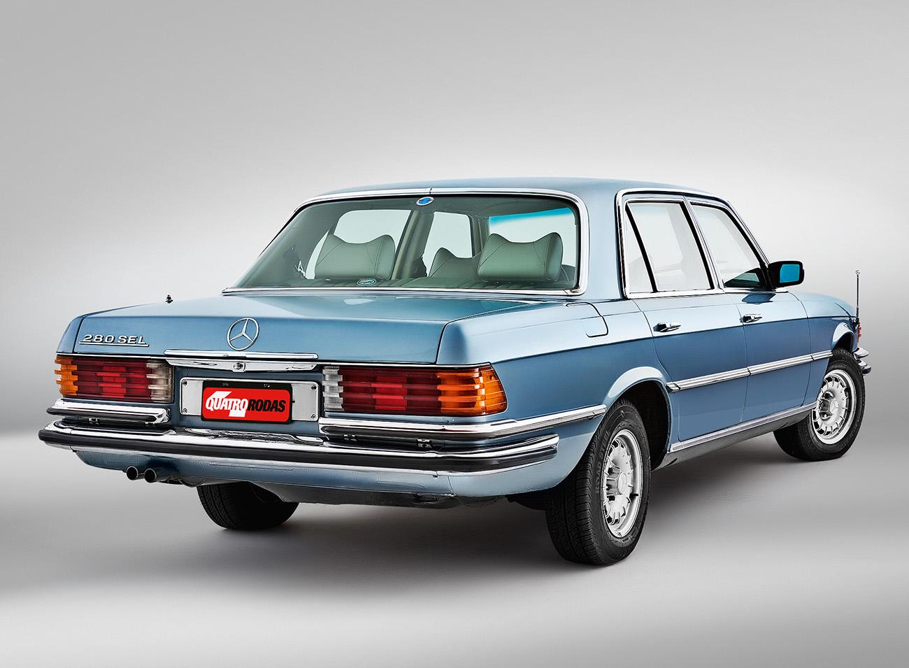A versão 280 SEL trazia um seis cilindros em linha de 185 cv