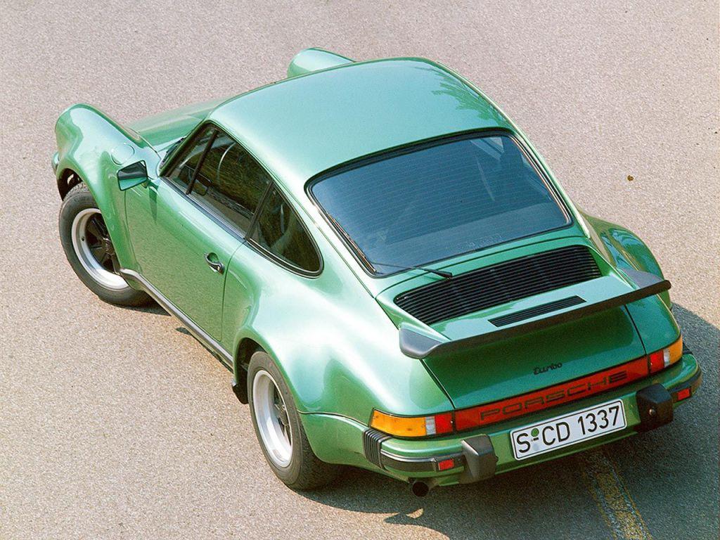 O Porsche 911 Turbo foi o primeiro esportivo com turbocompressor.