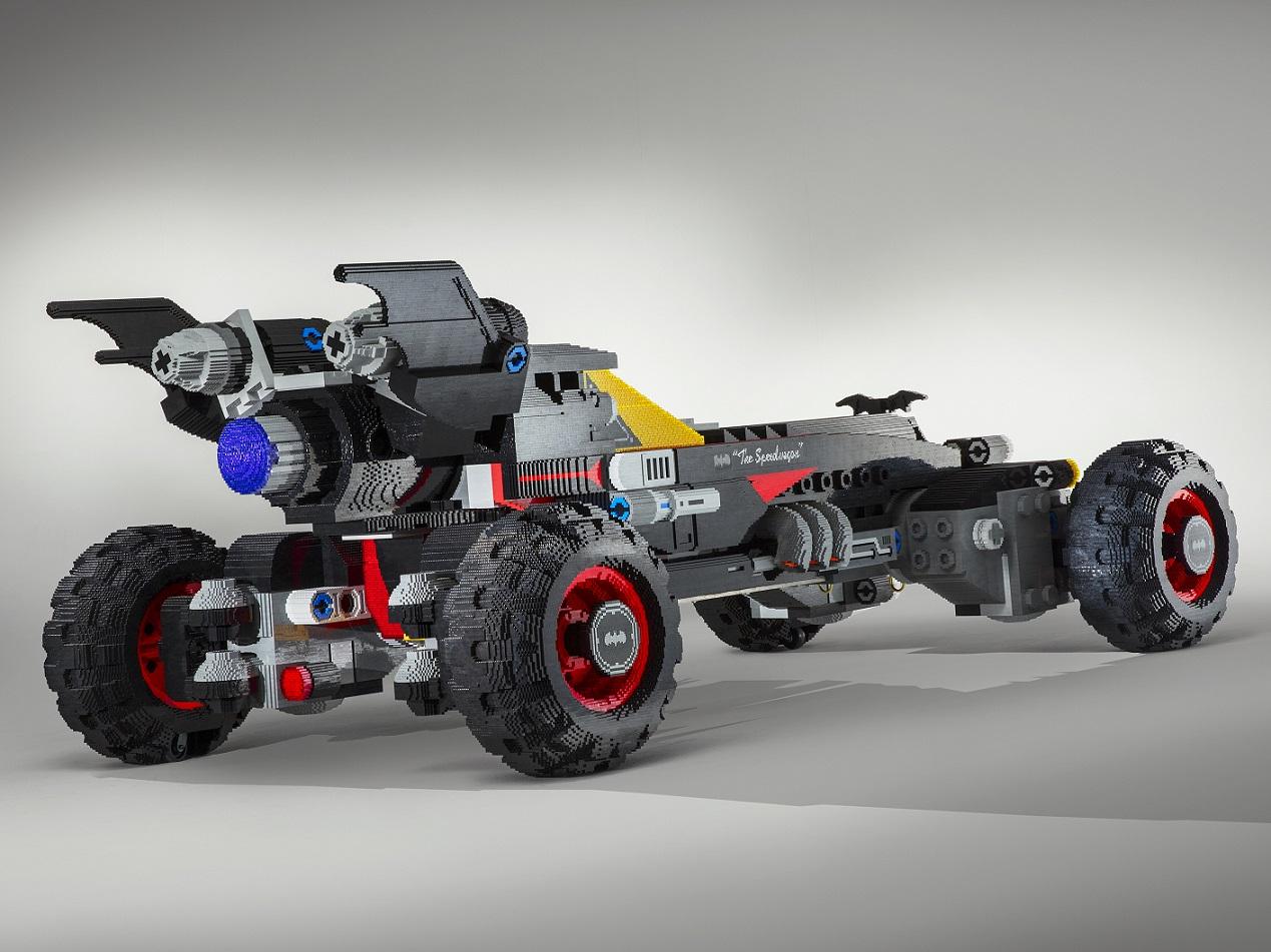 Batmóvel Lego na posição 3x4 de traseira