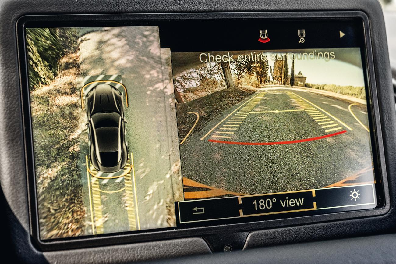 Câmera de 360º facilita as manobras em um carro grande e com pouca área envidraçada