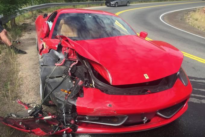 Ferrari 458 alugada e batida