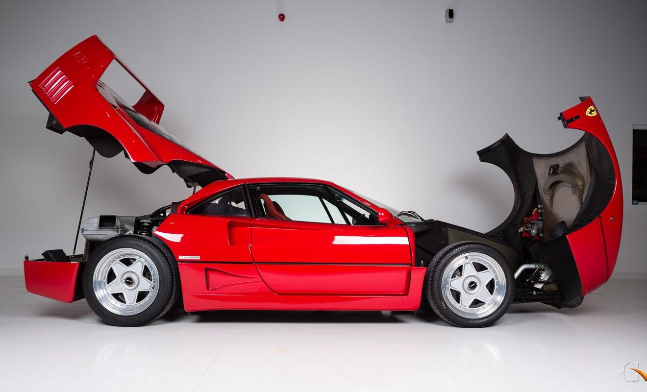 Ferrari F40 de perfil