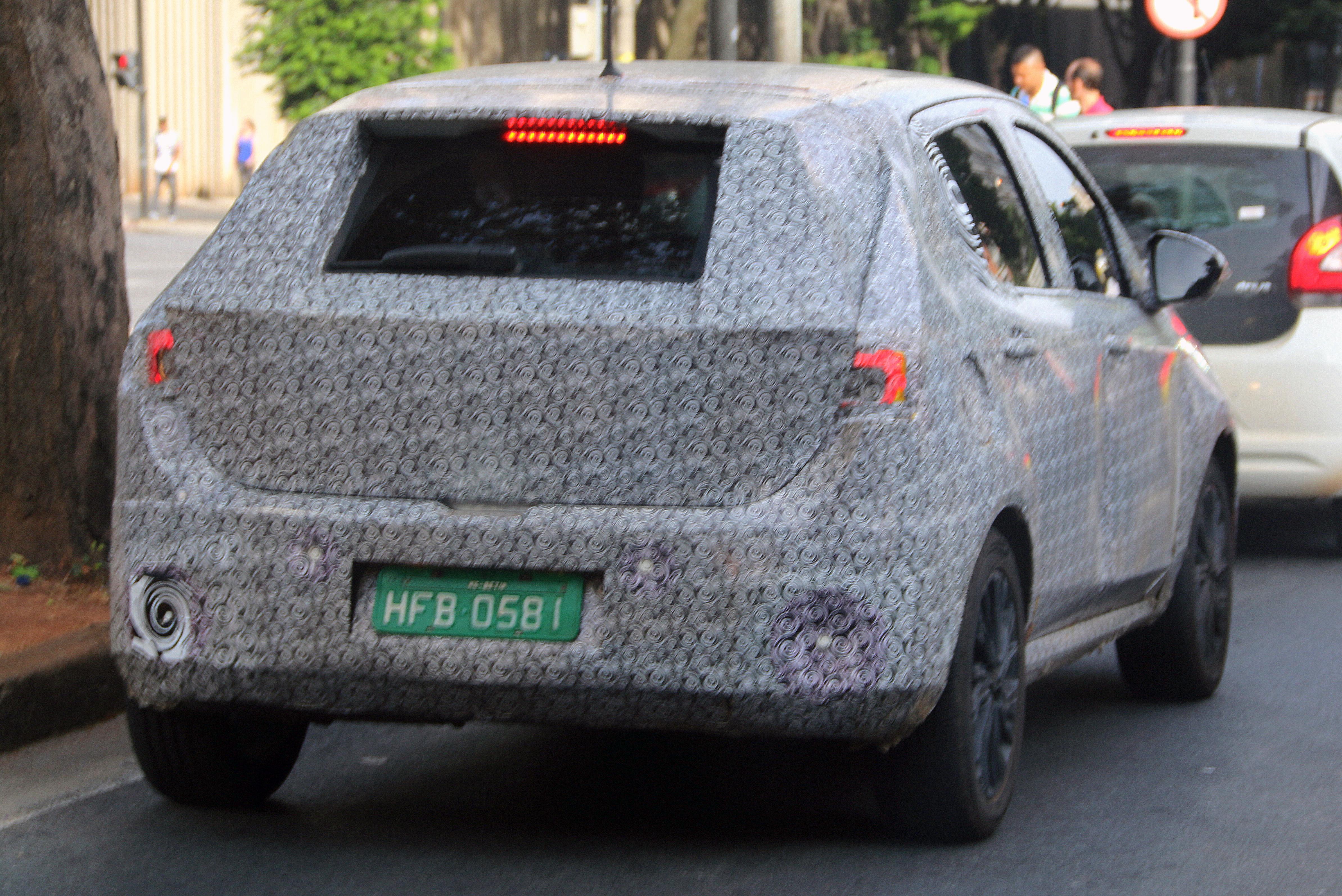 Ao contrário do Tipo, o X6H terá placa no para-choque traseiro