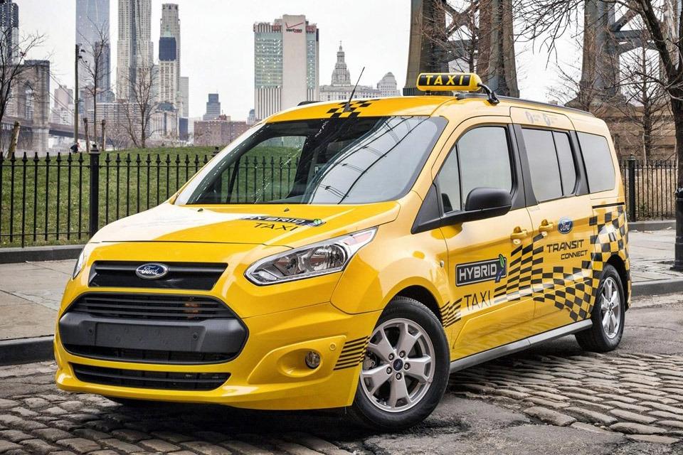 A novidade para a Ford Transit Connect será uma versão híbrida que pode ser recarregada em tomada, prevista para 2019