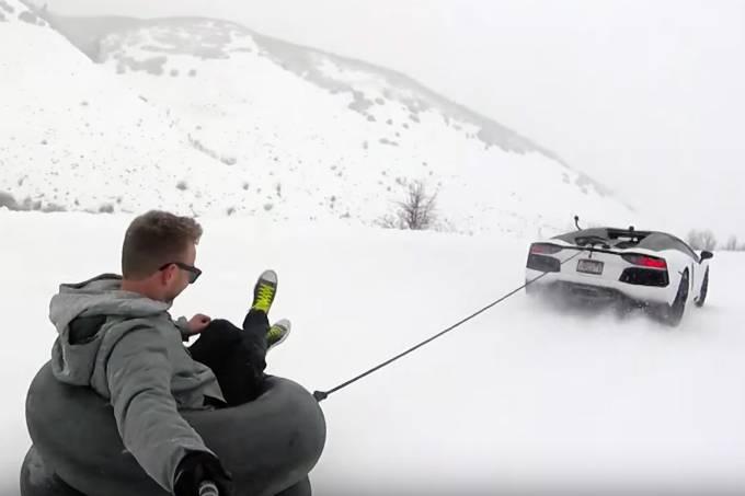 Lamborghini Aventador na neve