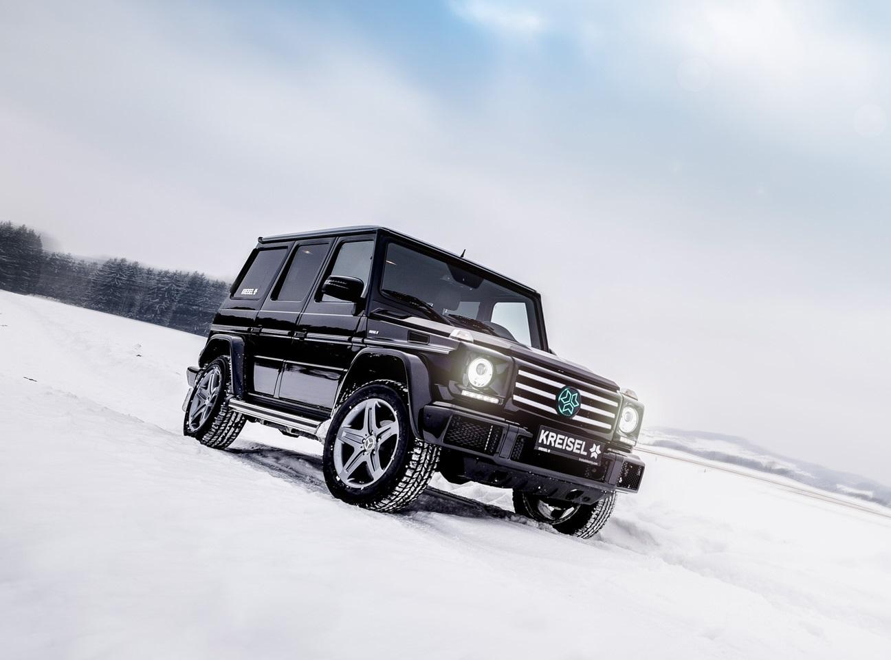 Mercedes-Benz Classe G elétrico na posição 3x4 de frente