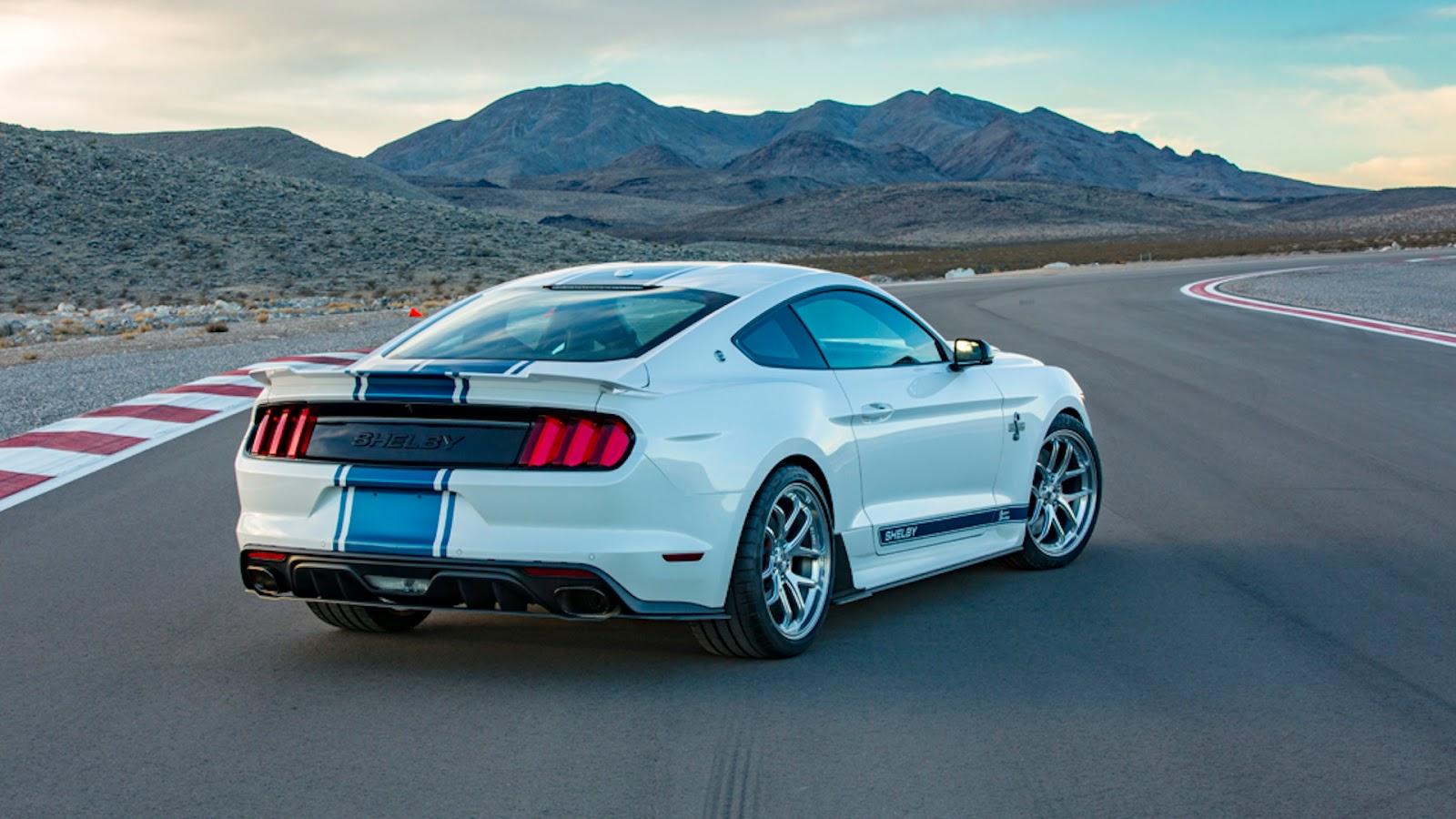 Mustang Shelby Super Snake na poisção 3x4 de traseira