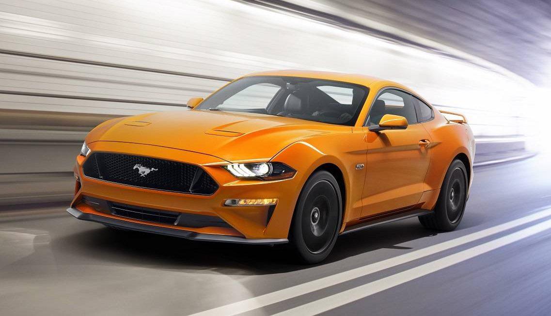Mustang GT na posição 3x4 de frente