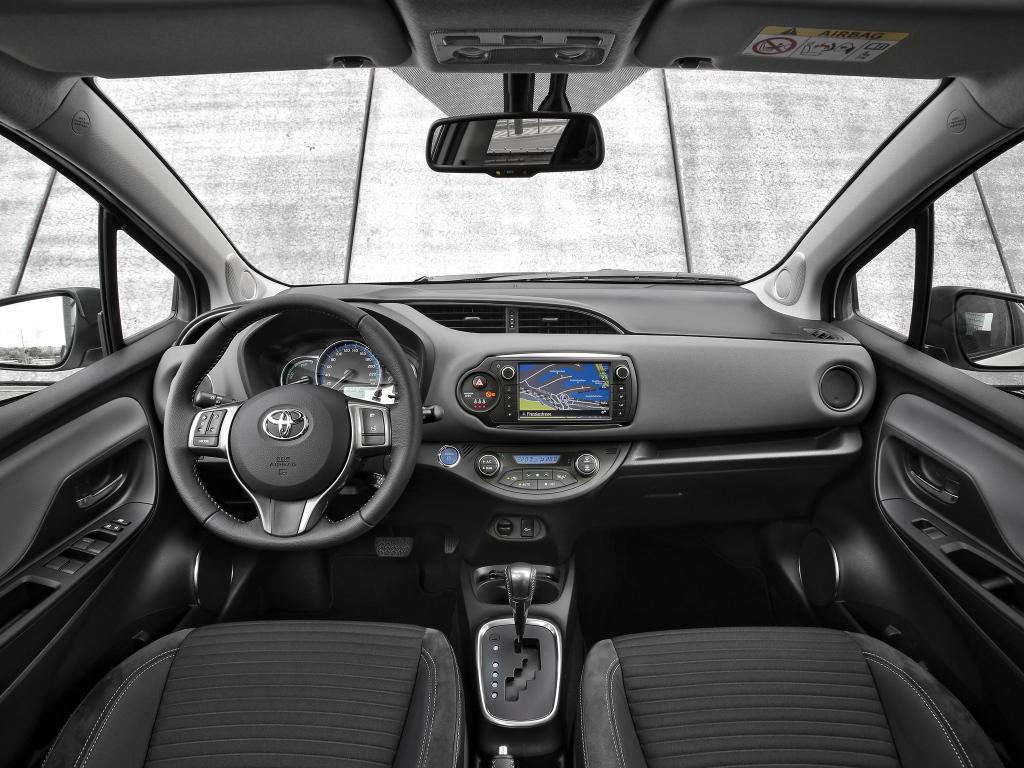 Interior do Toyota Yaris Hybrid