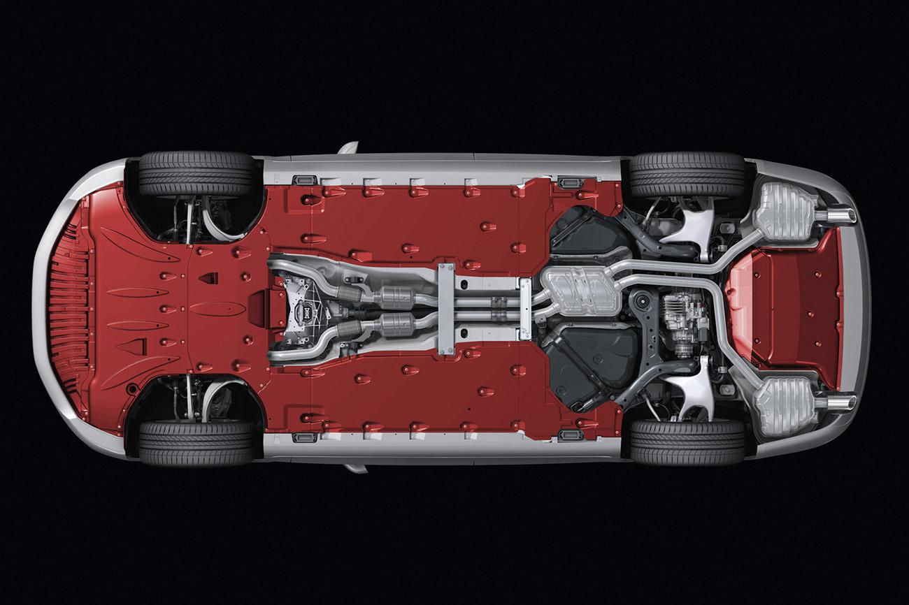 Visão inferior do Audi A8: quase todo carenado