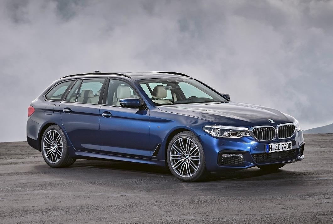 BMW Série 5 Touring na posição 3x4 de frente