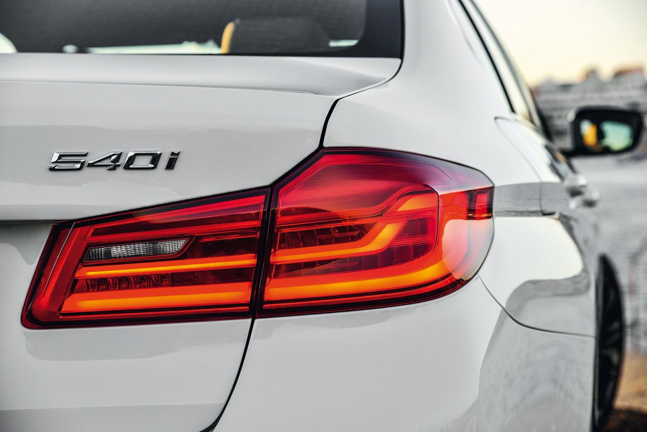 Versão 540i tem motor de seis cilindros turbo que gera 340 cv