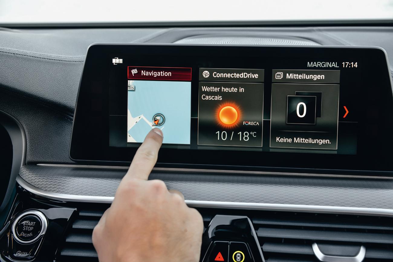 A tela da central multimídia é touch e boa parte das funções pode ser comandas por ela