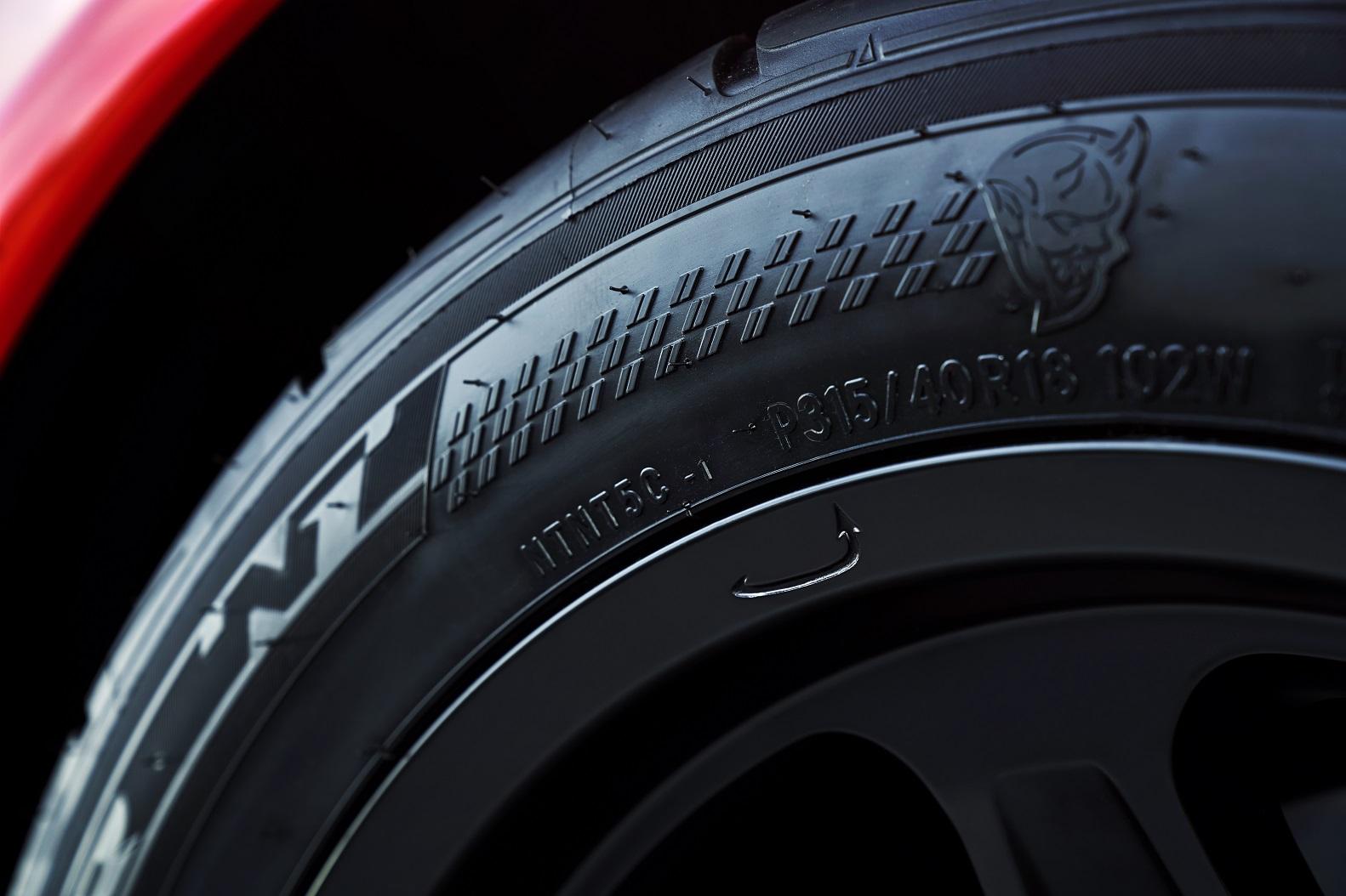 Challenger SRT Demon pneu