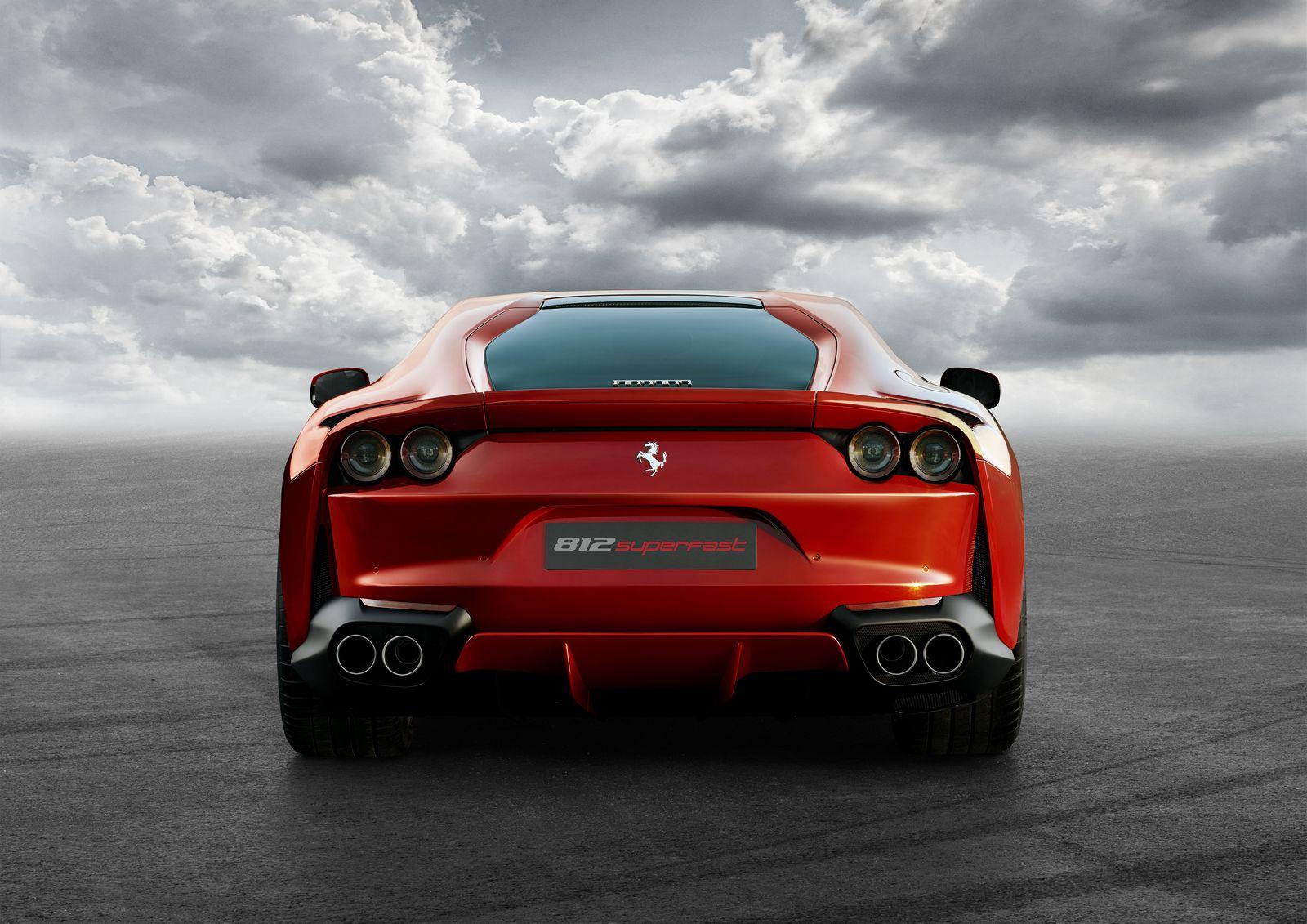Ferrari 812 Superfast traseira