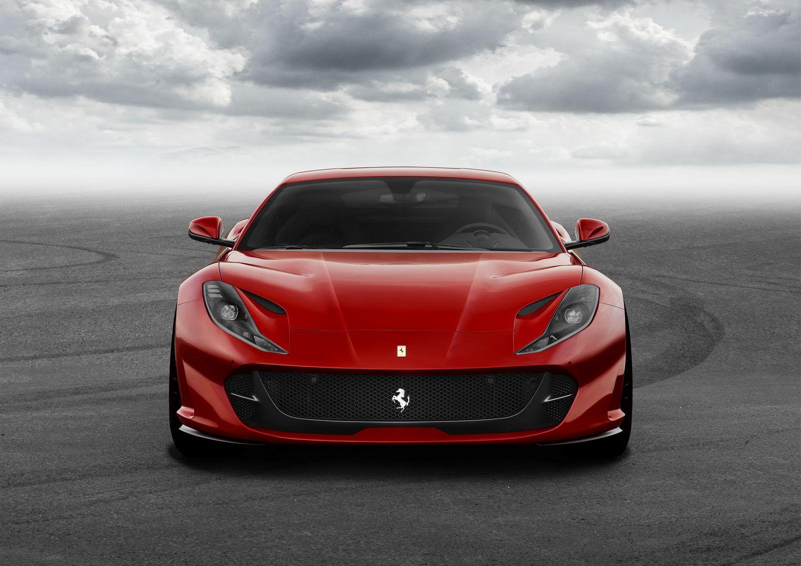 Ferrari 812 Superfast de frente