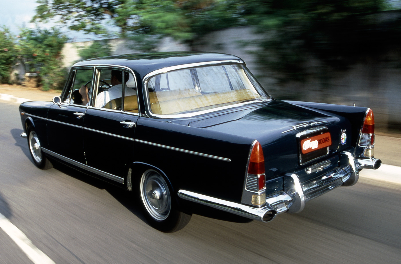 Automóvel FNM JK 2000, modelo 1968, produzido sob licença da Alfa Romeo, em homenagem ao presidente Juscelino Kubitschek.