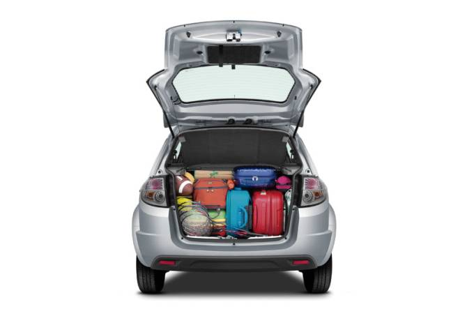 Ford Ka com porta-malas carregado