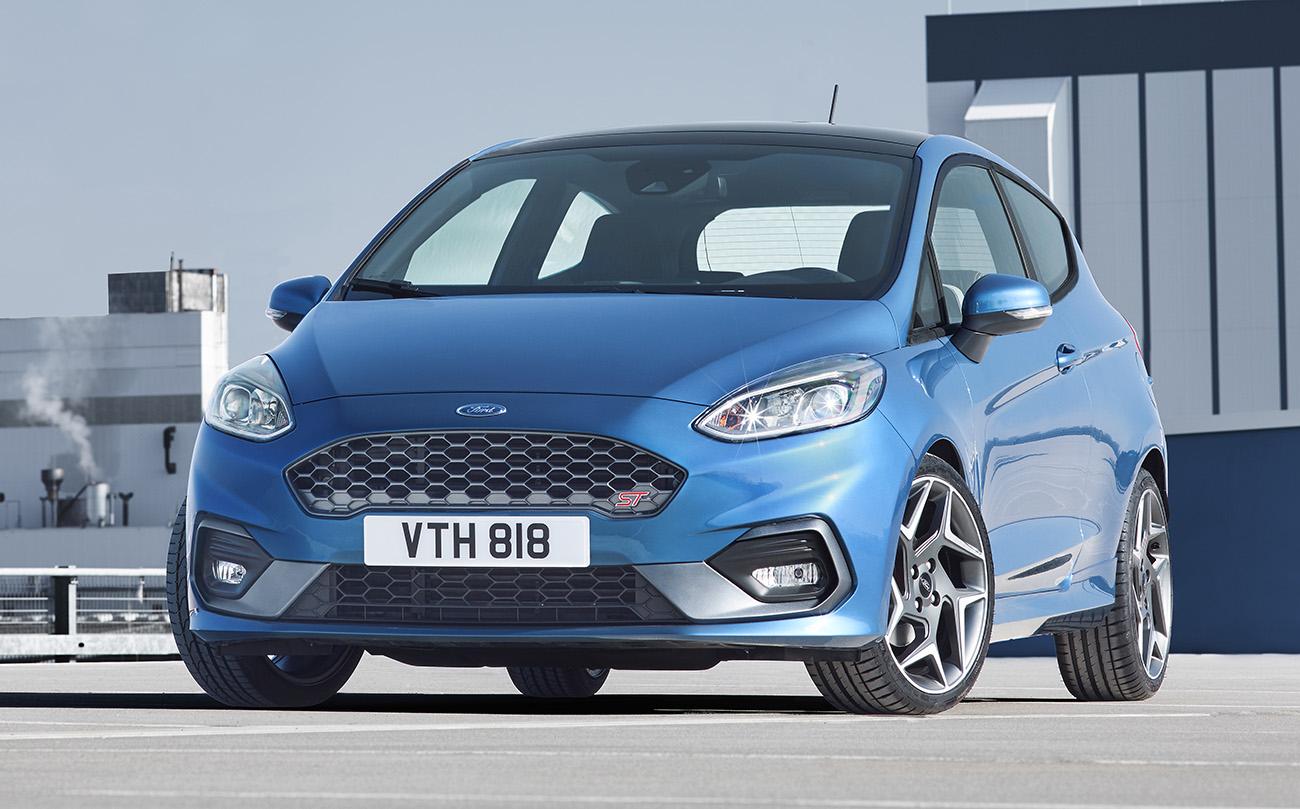 Design segue as linhas da nova geração do Fiesta