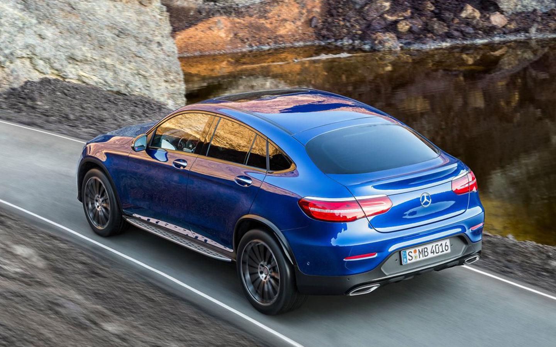 Desenho da traseira lembra os cupês da Mercedes-Benz