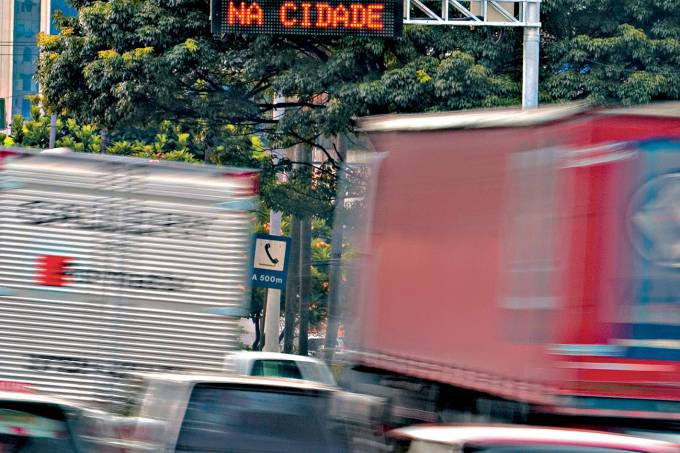 Trânsito lento em São Paulo