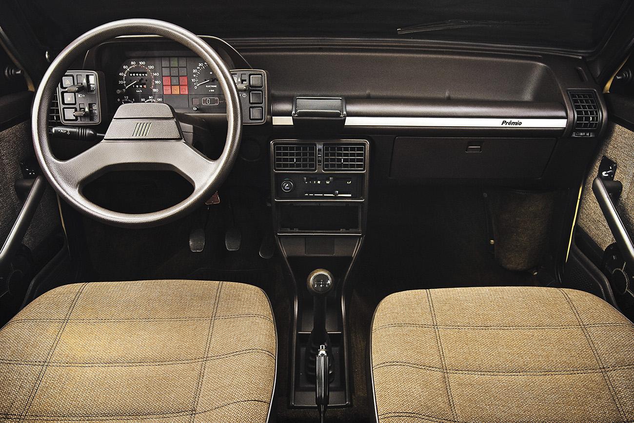O interior espaçoso e o painel com desenho racional eram marcas do Fiat Prêmio