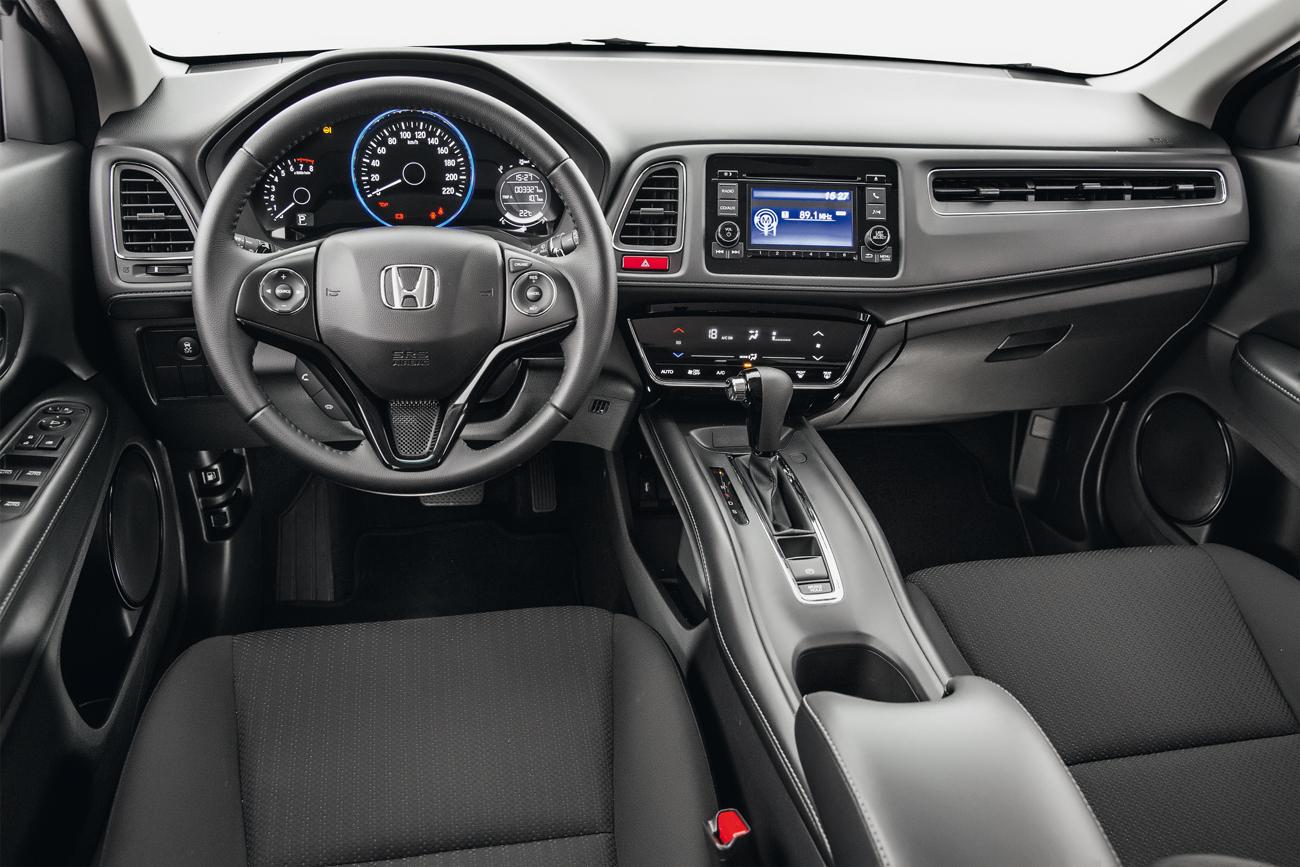 Console alto do HR-V dá a impressão de uma posição de dirigir mais baixa