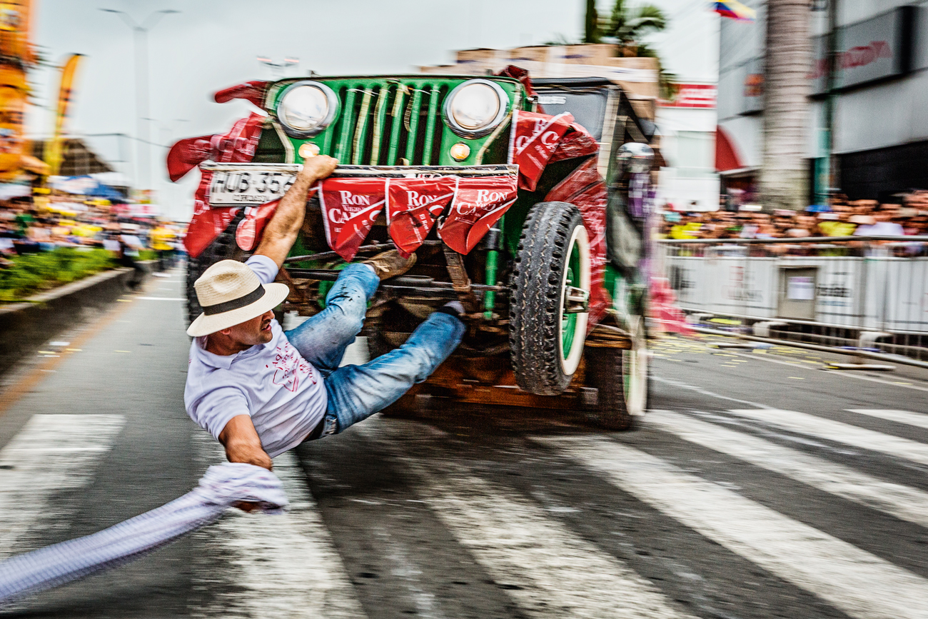 O rapaz aí da foto é o motorista do Jeep Willys