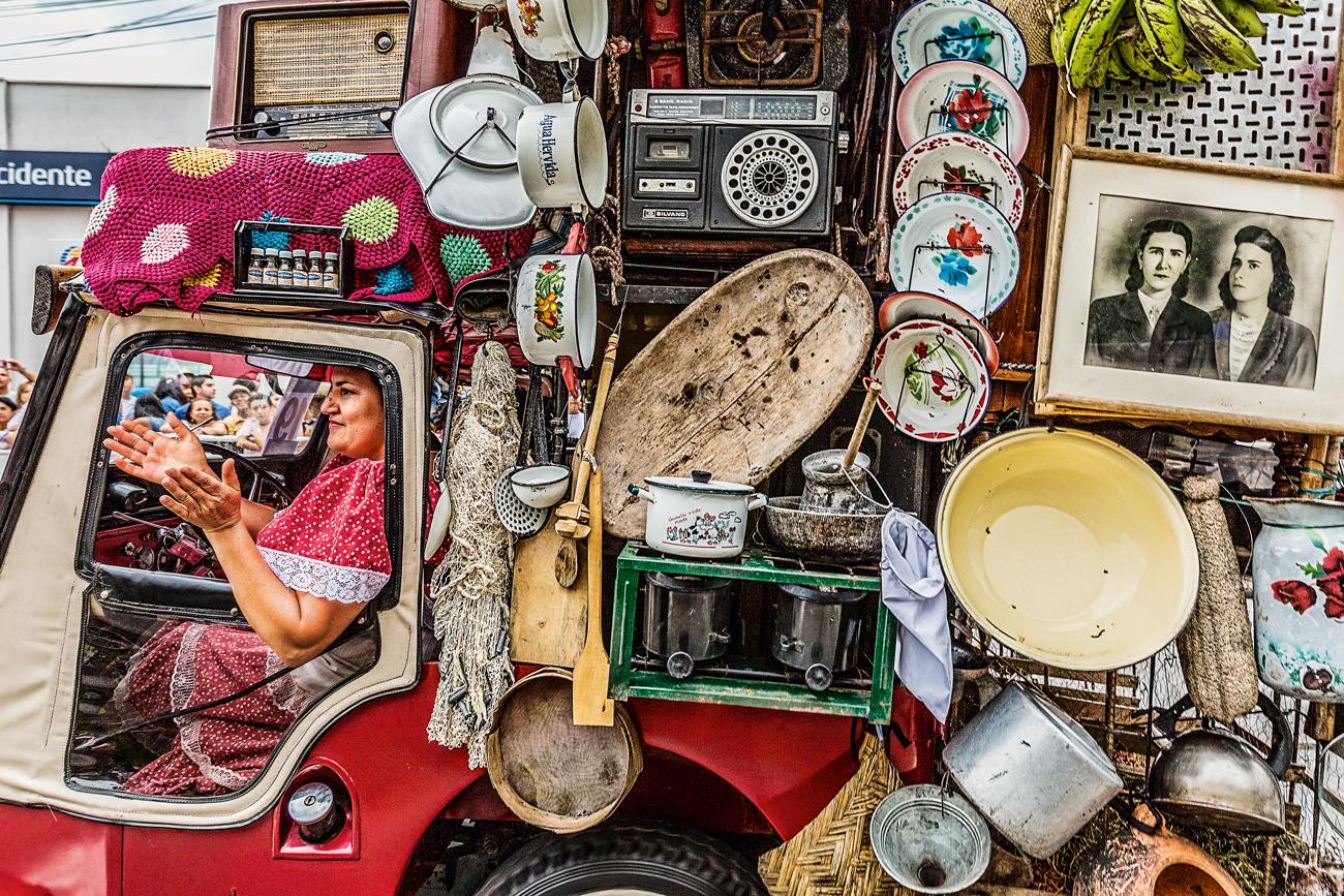 Toda a ornamentação dos yipaos serve para homenagear o jipe e também a cultura cafeeira