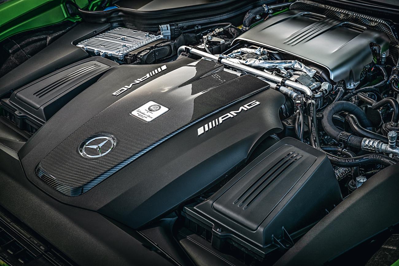 Motor V8 biturbo produz 585 cv e 71,4 mkgf a apenas 1.900 rpm
